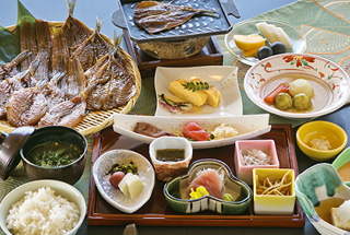 [One night stay including breakfast: You can choose between Japanese style breakfast or Western style breakfast] - Start your day with breakfast overlooking the morning sea -